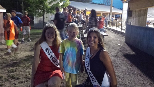 """picture with the """"princesses"""" 
