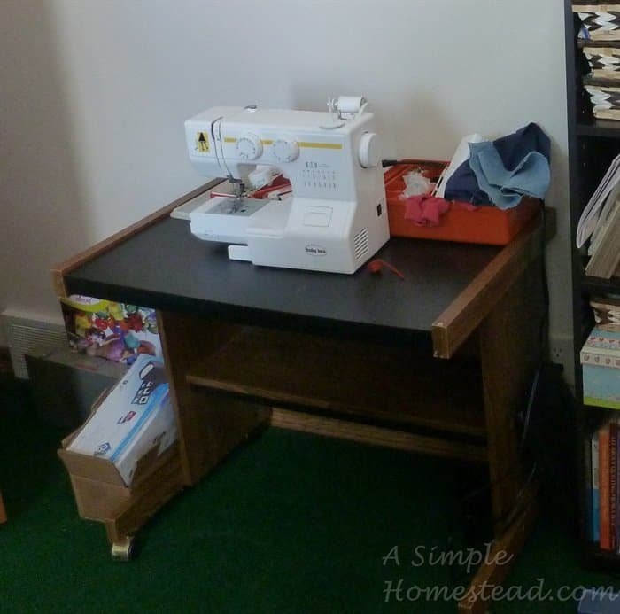 ASimpleHomestead.com - sewing table