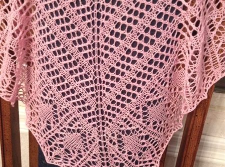 ASimpleHomestead.com - Glam Shells shawl closeup