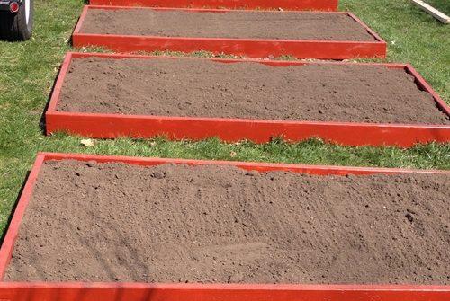 raised garden beds | ASimpleHomestead.com