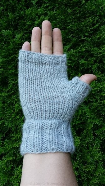 ribbed-fingerless-mitts-palm-side | ASimpleHomestead.com